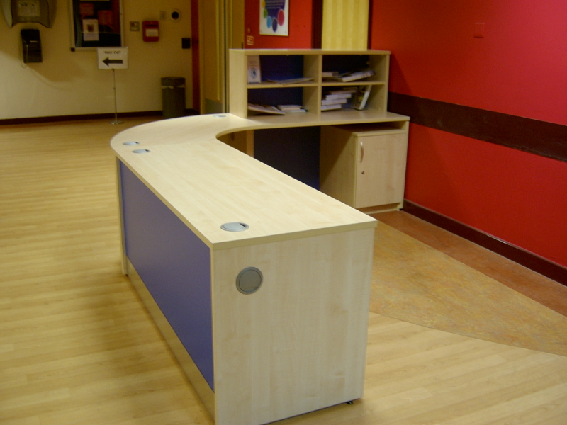 Image 3F/R- Flex reception desk - Maple and Blue -side view