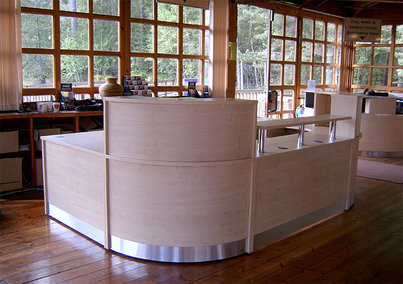 Image 25F/S - Landmark Forest Adventure Park - Flex Bespoke reception desk Maple  -side view